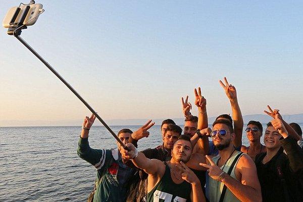 Słynne już selfie imigrantów z iPadem