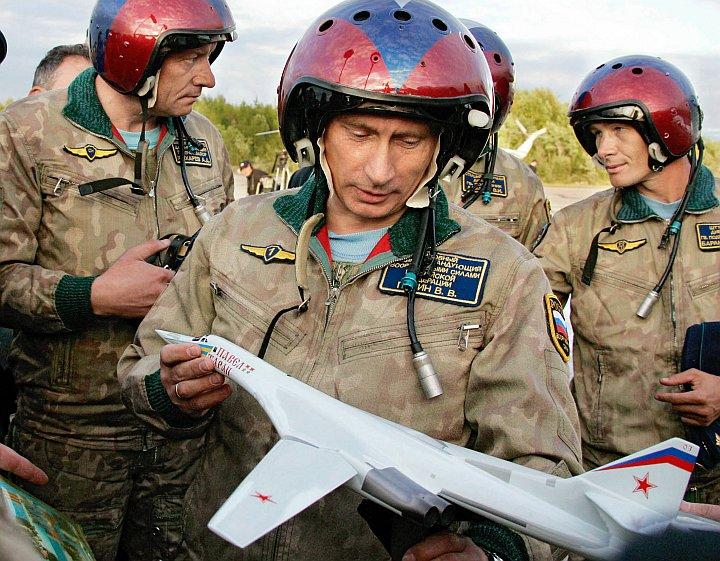 Władimir Putin ogląda samolocik